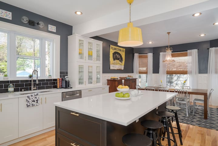 Perfect Location * New Kitchen * Ideal For Groups