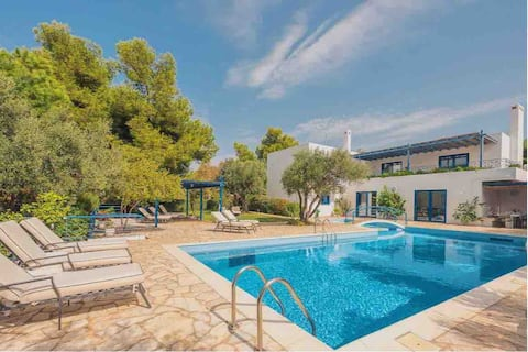 Villa Pasiphae in Sounio with private pool and Bbq