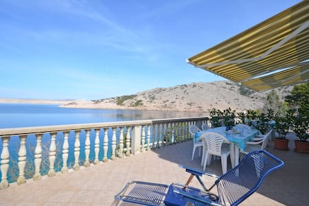 One bedroom Remote cottage, beachfront in Jablanac, Terrace
