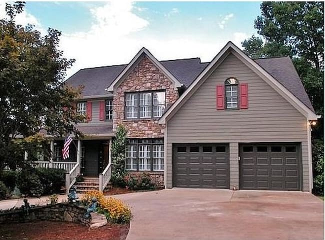 Beautiful home nearLake Lanier,RV park & boat ramp - Gainesville - Casa