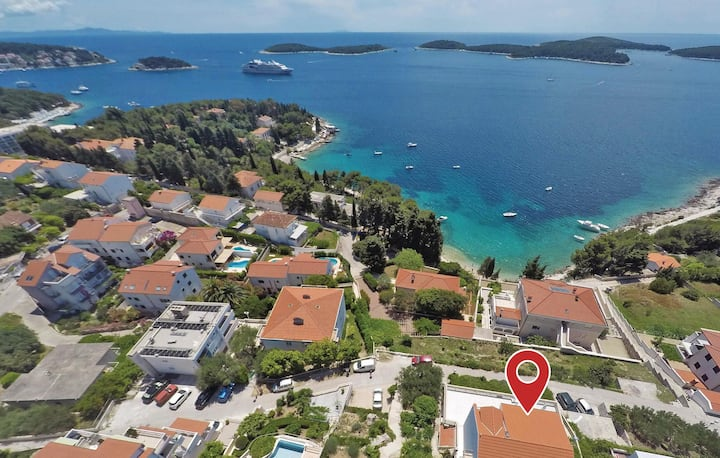 Amazing home in Hvar with 2 Bedrooms and WiFi
