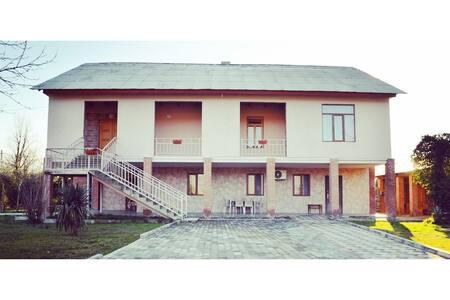 Kutchavas' Guesthouse & Gurian Experience (Room 1)
