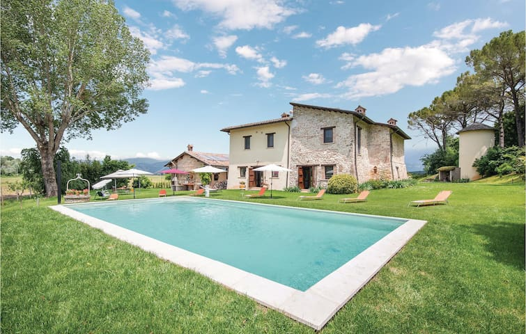 Holiday cottage with 8 bedrooms on 600m² in Rieti
