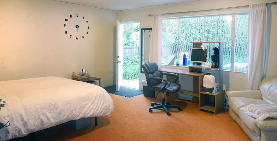 Private Entrance Room near SFO Airport - Fast WiFi - Millbrae - Casa
