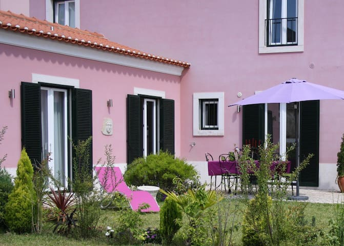 Charming home with garden & parking, 10min center