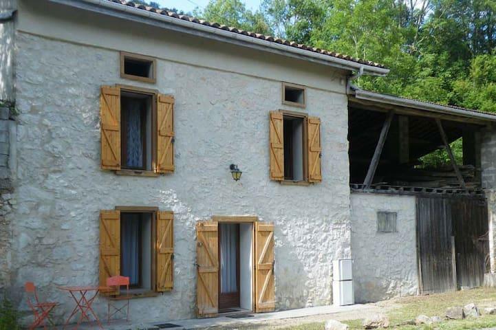 Maison de campagne à Roquefort les Cascades