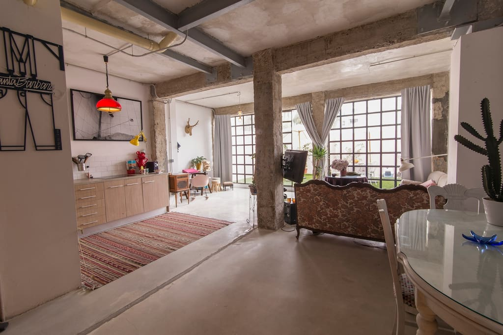 Amazing shinny and bright loft with a huge terrace, only 5 minutes away to the beach!!!