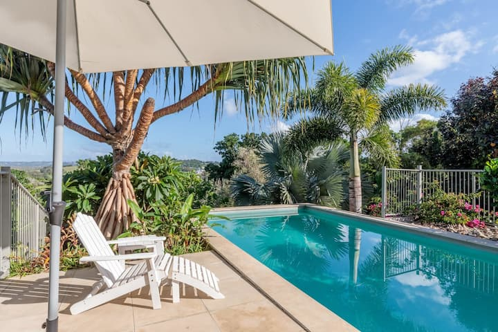 Luxury Beach House With Private Pool - Minutes From World Renowned Surf Beach
