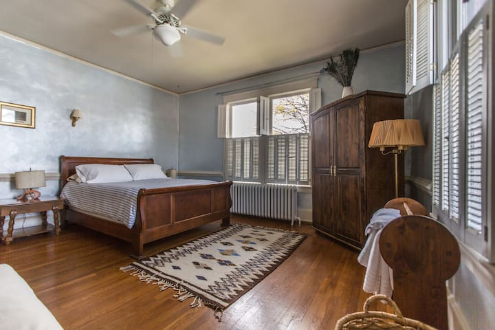 Comfortable Queen in Downtown - Culpeper - Bed & Breakfast