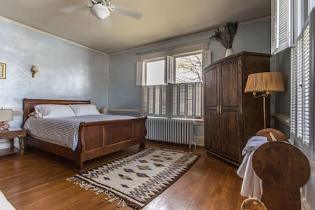 Comfortable Queen in Downtown - Culpeper - B&B/民宿/ペンション