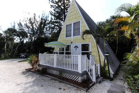 A-Frame Cottage - Heart of Island - 小平房
