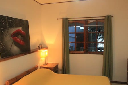 2BR Fully Furnished Beachfront House in Moalboal - Moalboal - 獨棟