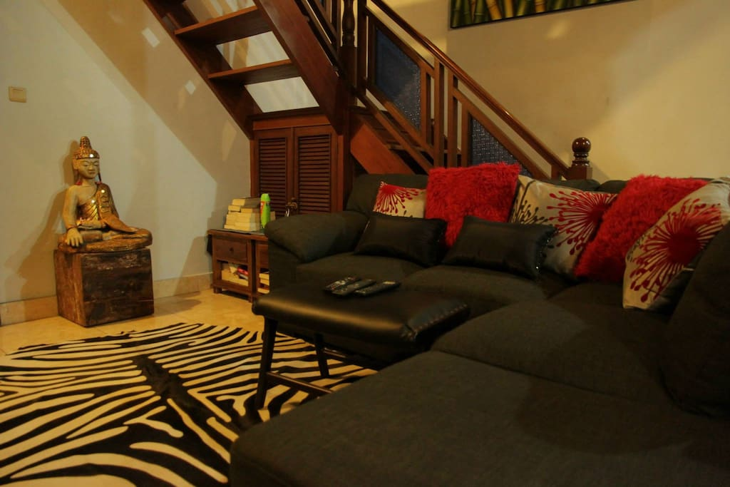 An intimate lounge area to watch TV..the latest movie or relax with family and friends.