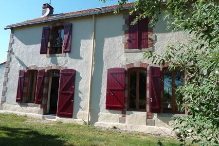 Grande maison Gite Vendée (nature, rivière et Mer)