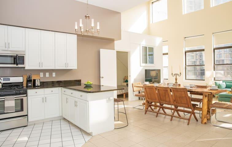 5BR Downtown Designer Penthouse! Terrace+Views!