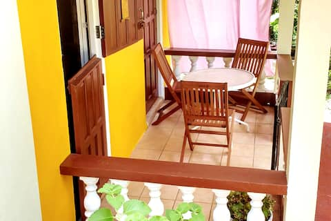Sunny Yellow: Live Like A Local - Entire Apartment