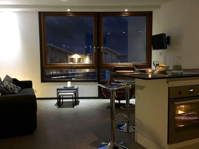 Great minimalist studio, historic Chamonix centre.