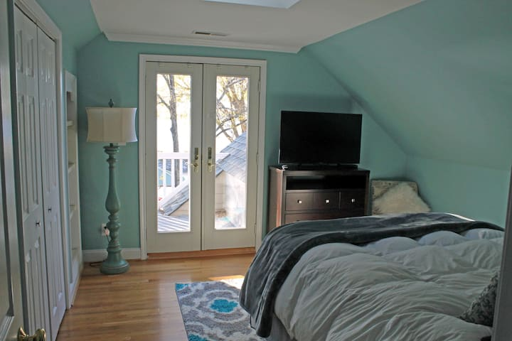 2nd bedroom with queen bed and it's own private balcony