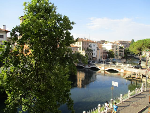 Comfort room for two, great view, 30 min to Venice - Treviso - Apartamento