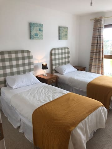 Twin Private room 3 minute walk from Kenmare town