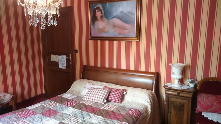 Chambre Rouge - Chizé - Bed & Breakfast
