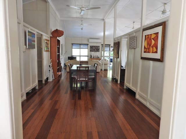 Tropical heritage house near CBD - 1 or 2 bedrooms - Larrakeyah - บ้าน
