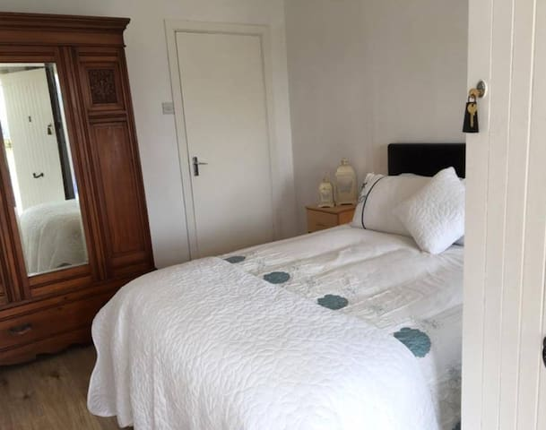 Double Room (3) - Station House Accommodation - Miltown Malbay