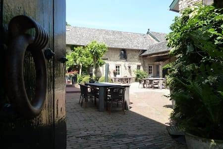 Cosy apartment in medieval farm near Aachen - Bocholtz