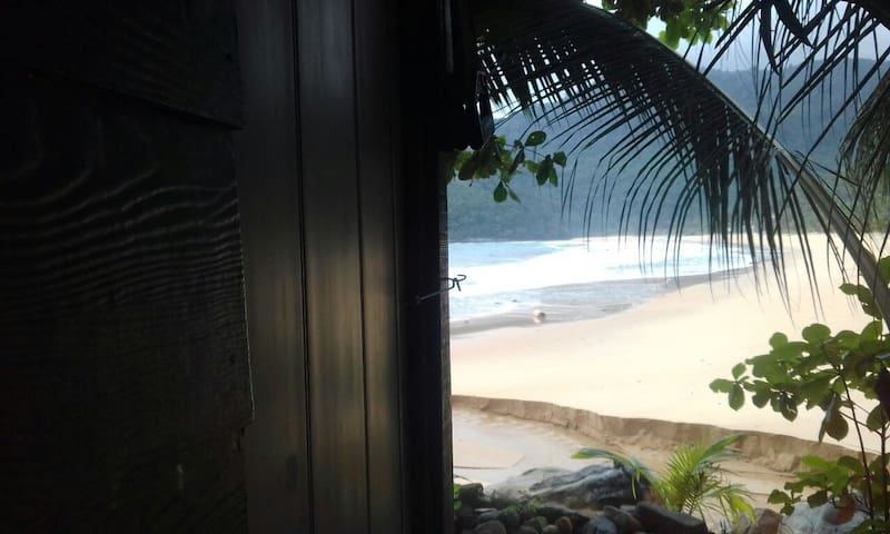 Surfers Hut on Mentawak Beach - Pulau Tioman - Hut