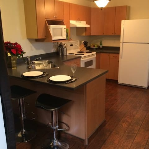 Cozy one bedroom between UVic and downtown