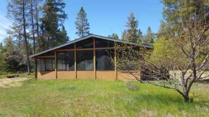 Spacious Cabin 0.5 km from Lake in Victoria Beach