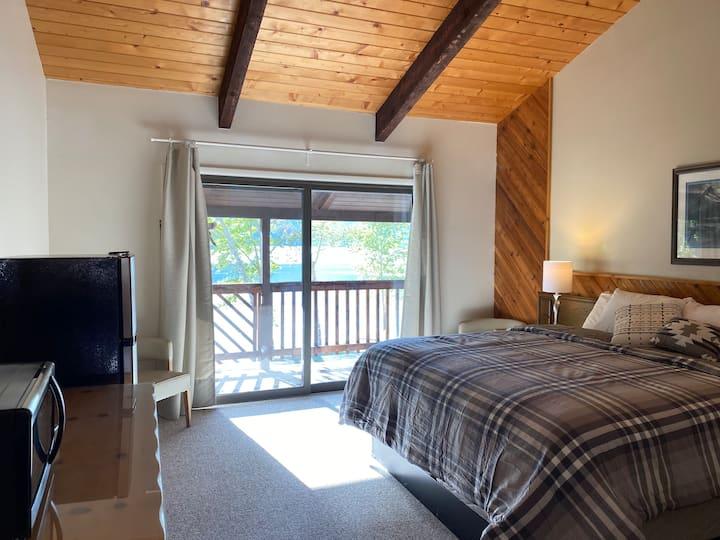 Beautiful Lakeside Room-Hotel Style Room- King #4