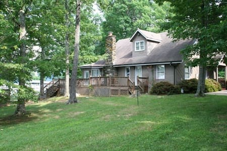 Beautiful Lakefront Property with Private Dock! - Huddleston