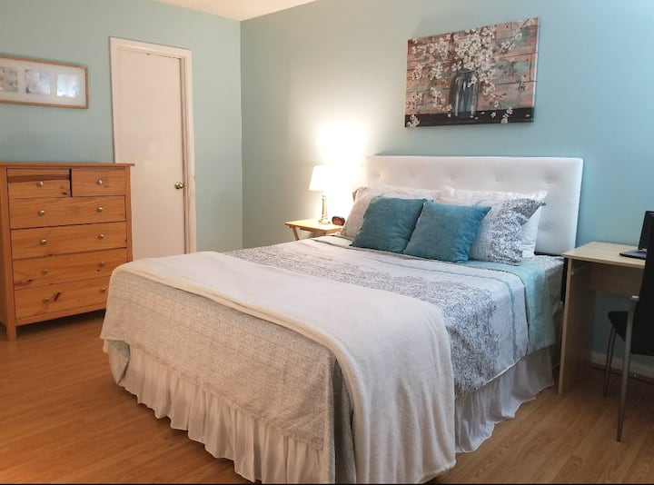 Master Bedroom In Shared Columbia Townhome