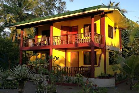 Gustav's Place Beach & Diving Resort, Apartment B2