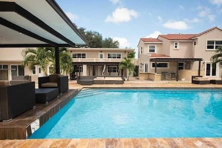 Large Suite 5 pool, jacuzzi, grill! - North Miami - Casa
