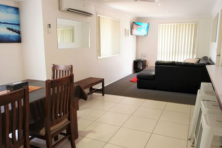 Family Holiday Home Central to Attractions & Shops