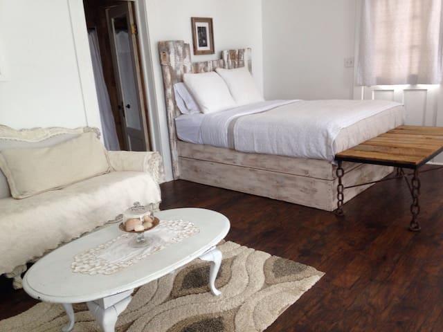 Grand Lake suite NEW! - Rangeley - Bed & Breakfast