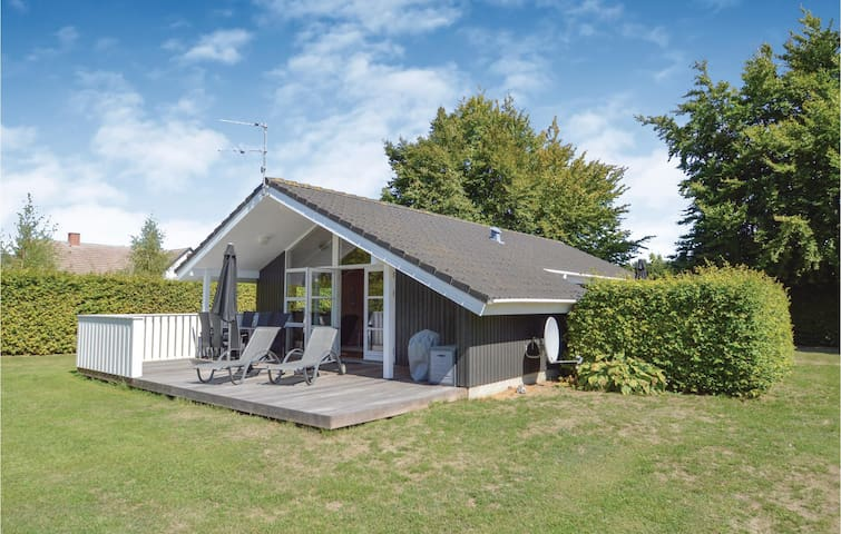 Holiday cottage with 2 bedrooms on 78m² in Stege