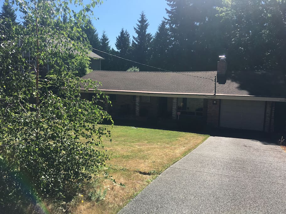 Quiet, peaceful home; only 12 blocks north of Bellevue Square and Lincoln Center.