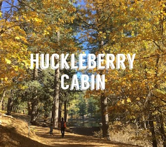 Huckleberry Cabin by the Lake - Green Valley Lake - กระท่อม