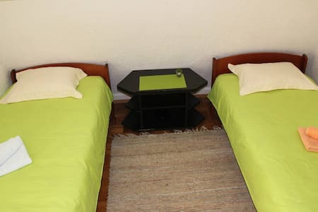 "Double Bedroom 2 - ""Snooze"" B&B in Bihac - Bihać - 独立屋"