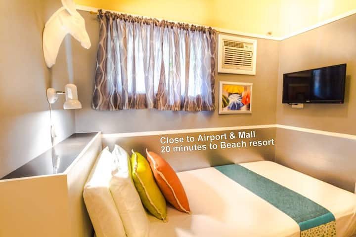 Close to airport/Private Bath, Rm.2