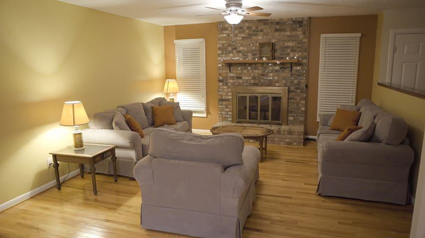 Cozy Room Near Downtown Asheville - Arden - Casa