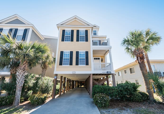 6 BR Oceanfront Home in Surfside Beach. Sleeps 22.