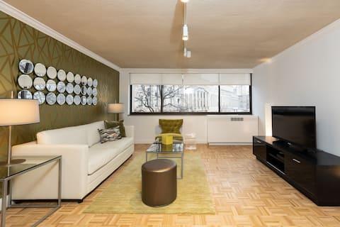 Stunning 1 Bedroom steps to Newbury Street, Prudential Center