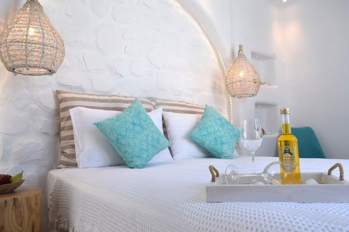 Naxian Breeze, Top floor Suite room with seaviews!