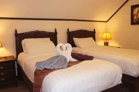Room E 2 single beds