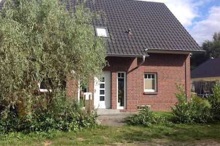 Viel Platz im gemütlichen Landhaus - Potsdam - Casa
