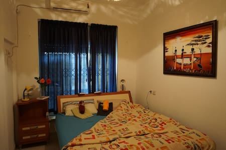 7' Drive to Beach-- One Room cozy, quite and safe - Kiryat Bialik - Квартира